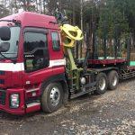 ヒアブ架装 原木運搬車 回転格納式アウトリガー搭載
